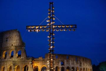 Papa Francesco alla via Crucis nel Venerdì Santo