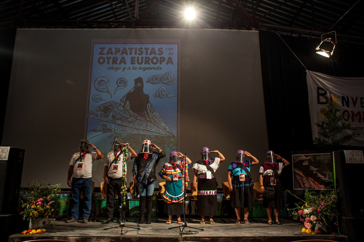 The squadron 421 making salutation to the zapatista anthem