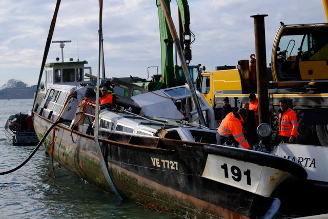Venezia - Alcuni dei danni causati dall'acqua alta