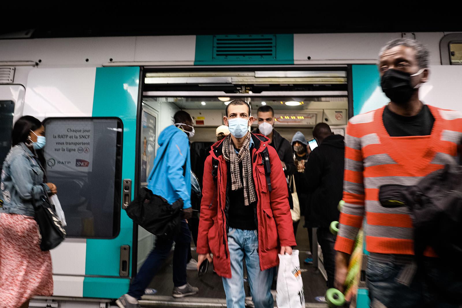 Paris : Covid 19 Outbreak Deconfinement